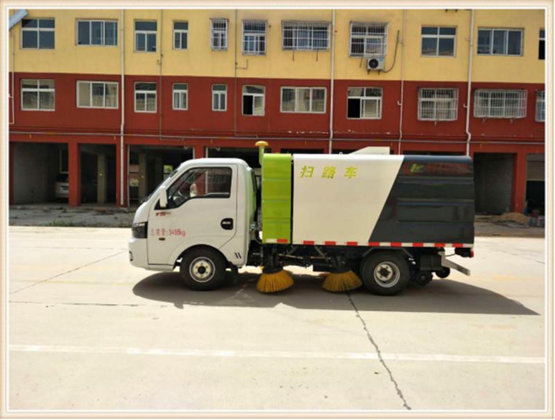 2吨东风途逸扫路车